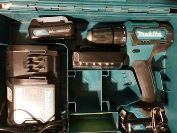 Myydään: Makita Power Drill Kit