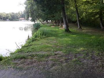 NOS JARDINS A LOUER: Grand jardin de loisirs au bord d'un étang