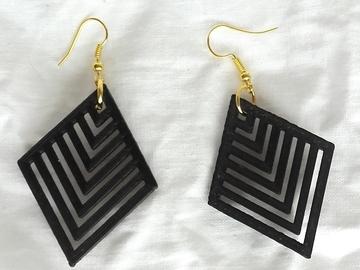 Vente au détail: Boucles d'oreilles losange ajouré noir