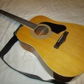 Selling with online payment: Silvertone Samick 6 String Acoustic Guitar with strap Used