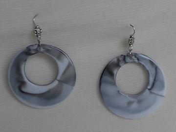 Sale retail: Boucles d'oreilles cercle noires et grises