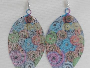 Sale retail: Boucles d'oreilles feuilles multicolores