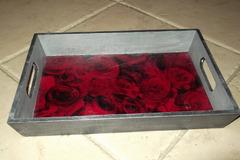 Vente au détail: Plateau et ses roses rouges
