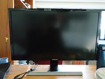 Myydään: Samsung U28E590D Monitor, 28 inch 4K