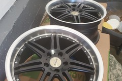 Selling: 5x114.3 (19x9.5) +40 NO TIRES