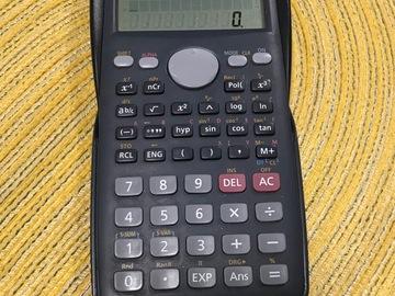 Myydään: Calculator