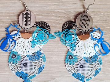Sale retail: boucle d'oreille bleu