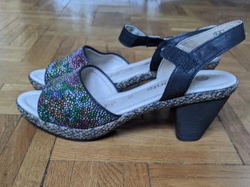Vente: sandales été neuves jamais portées