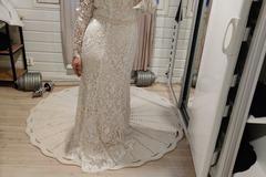 Ilmoitus: Käyttämätön Katariinasta Helmikuussa ostettu puku!