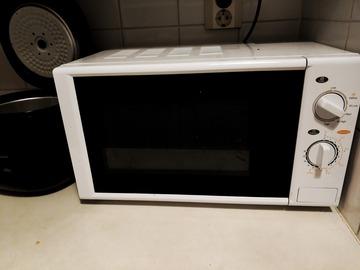 Myydään: Microwave oven