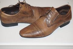 Don: Donne une paire de chaussures en cuir - Pointure 43-44