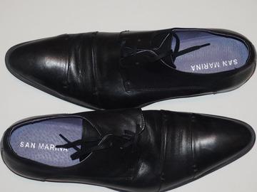 Don: Donne une paire de chaussures en cuir noir - pointure 43/44