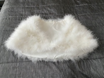 Ilmoitus: Upea karvabolero, Bianco Evento