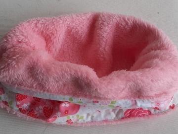Sale retail: Tour de cou rose pour enfant