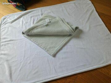 Vente: Lot de deux couvertures pour bébé
