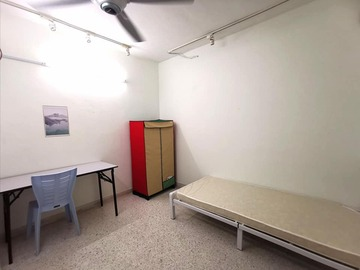 For rent: Room for Rent!! Near public transport at SS2, PJ