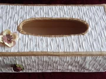 Vente au détail: Boîte à mouchoirs médiévale