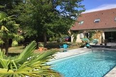 NOS JARDINS A LOUER: Grande piscine chauffée en lisière de forêt proche Fontainebleau