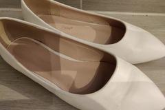 Ilmoitus: Valkoiset kengät morsiamelle