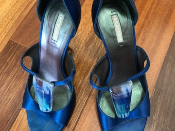 Selling without online payment: Giorgio Armani heels