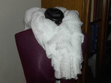 Vente au détail: Echarpe en laine blanche