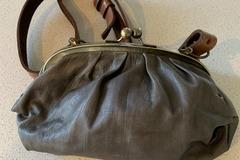 Selling: Vintage leather handbag