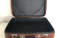 Ilmoitus: Vanha matkalaukku