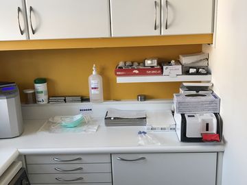 Artikel aangeboden: kastenwand voor sterilisatieruimte