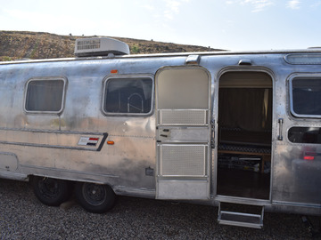Trailer Sales: 1972 Airstream International Sovereign Land Yacht