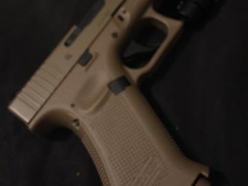 Selling: Elite Force Glock 19x w/ Extras