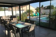 NOS JARDINS A LOUER: Bel espace jardin et grande pergola vitrée proche Toulouse