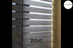 .: Horizontale houten jaloezieën   Door Zicht