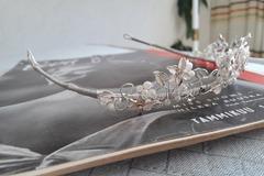 Ilmoitus: Myydään tiara