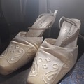 Ilmoitus: Myydään valkoiset kengät kokoa 38