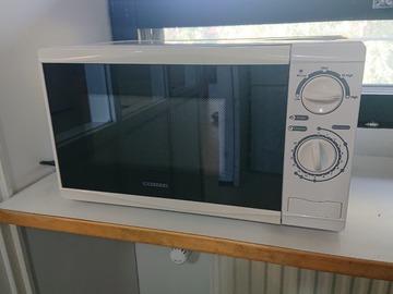 Myydään: Microwave