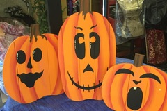 Selling with online payment: Three Large Porch Pumpkins