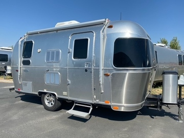 Trailer Sales: 2018 Flying Cloud 19CB