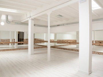 For queries only: Sala luminosa para eventos en el corazon del Eixample