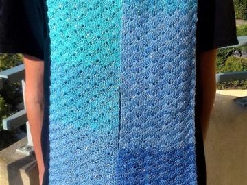 Vente au détail: Écharpe bleu brillant