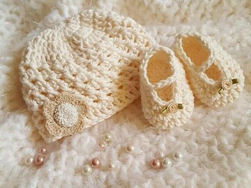 Selling with online payment: Newborn Beanie Bootie Set