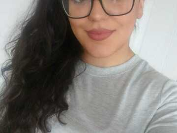 Looking for a room: Female student 22 y/o looking for room to rent