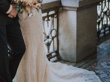 Ilmoitus: Trés Chic Bridal Wear hääpuku