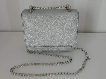 Ilmoitus: Käsilaukku