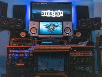 Renting with online payment: StoneBox studios