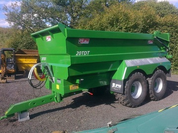 Hourly Equipment Rental: Fendt 724 and 20 ton dump trailer