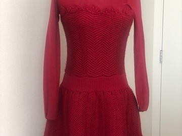 Selling: Beautiful red knit dress