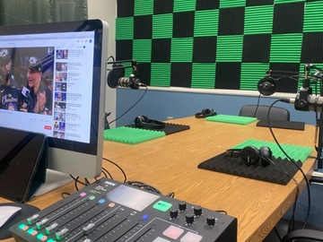Rent Podcast Studio: The Green Room Podcast Studio