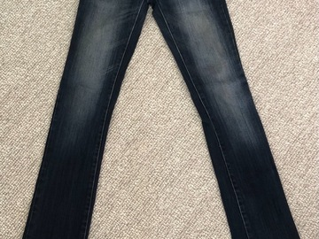 Selling: A pair of Jeans