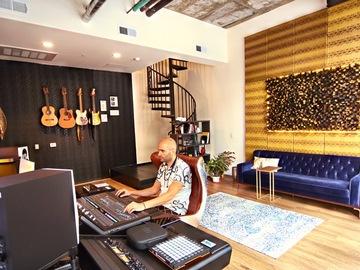 Rent Podcast Studio: The Silent Note Recording Studio