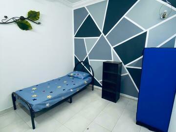 For rent: PJ NEW TOWN ROOM RENT INC UTILITIES